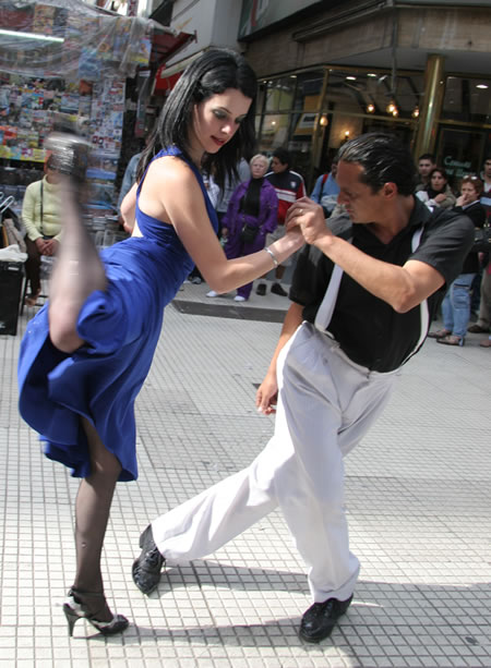 A Tango couple on Florida Street in Buenos Aires!